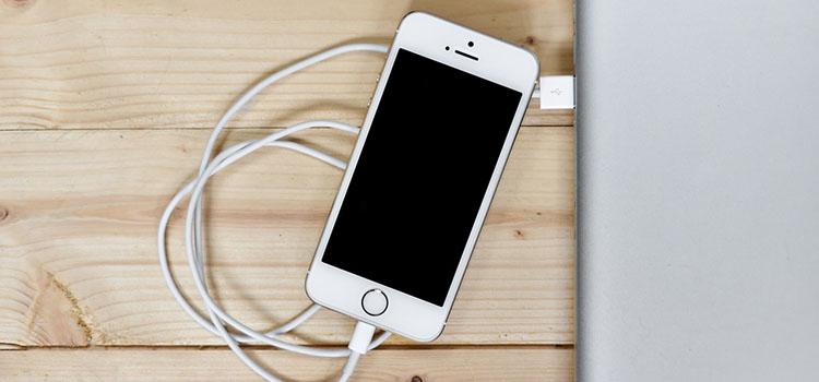 Jak zrychlit nabíjení telefonu – iPhone